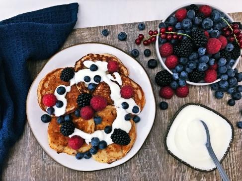 Pancakes mit Joghurt und Beeren (4)