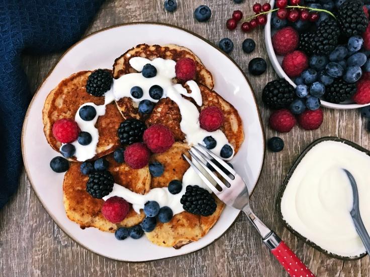 Pancakes mit Joghurt und Beeren (5)