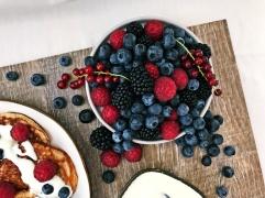 Pancakes mit Joghurt und Beeren (7)